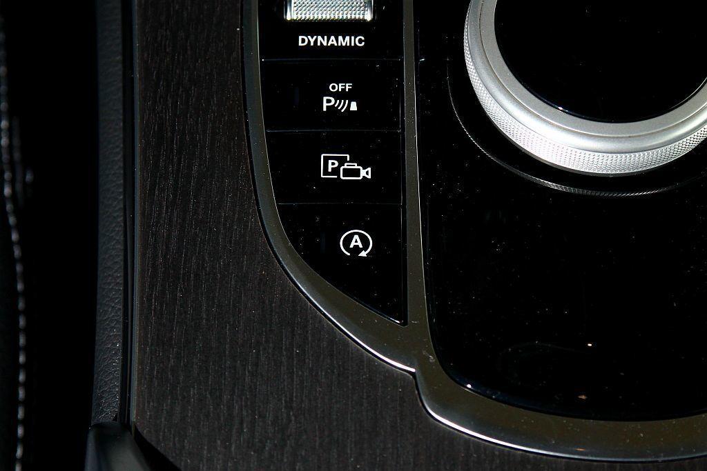 BSG系統也讓ECO Start/Stop引擎怠速節能啟閉系統運作時,啟動速度不僅更快震動也明顯變小許多。 記者張振群/攝影