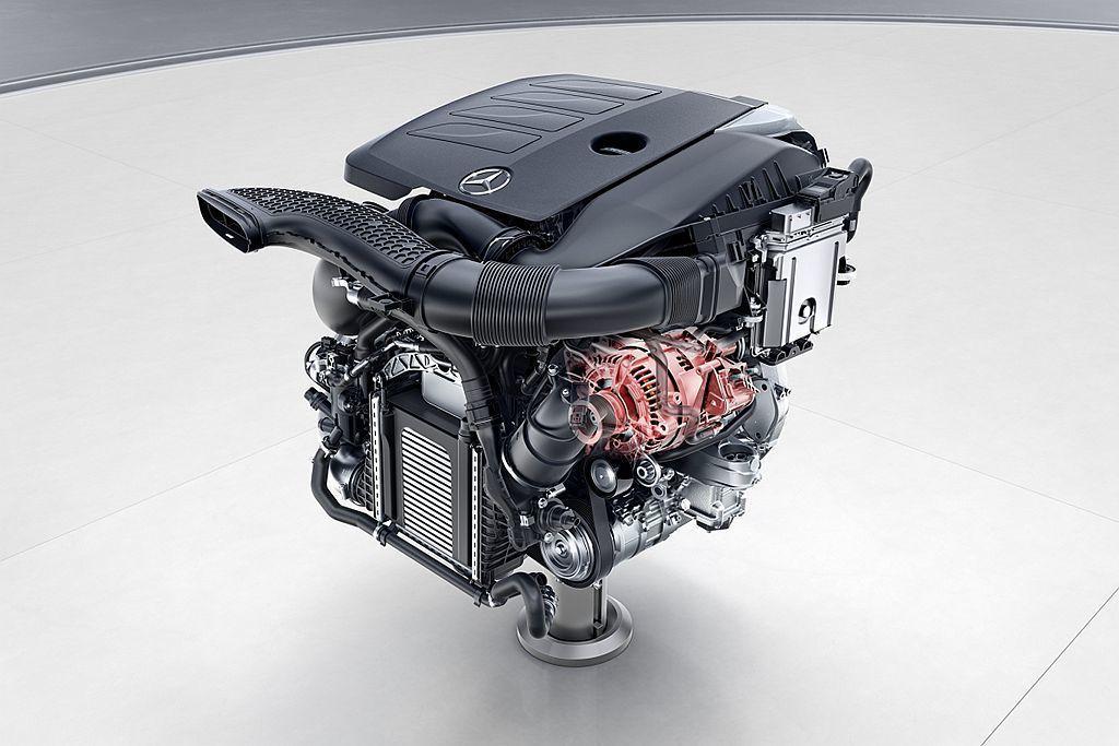 賓士最新研發的EQ Boost 48V輕型複合動力系統,將過往啟動馬達和發電機集...