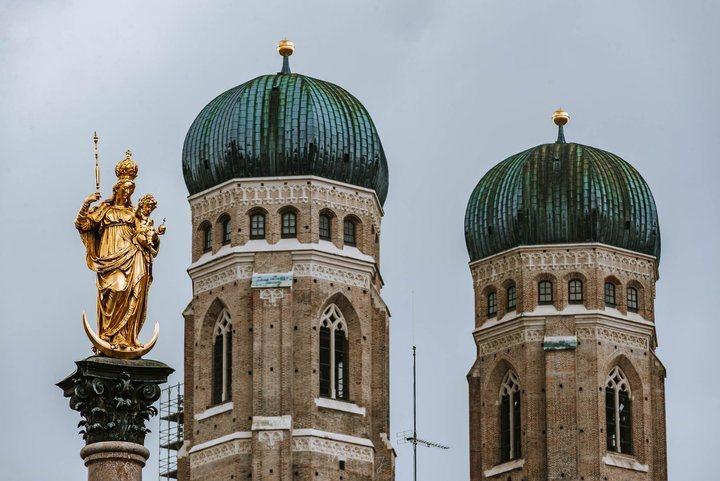 -聖母教堂的洋蔥形圓頂。 圖/背包客棧