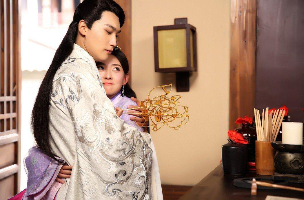 「雙世寵妃2」捧紅男女主角邢昭林(左)、梁潔。圖/LINE TV提供