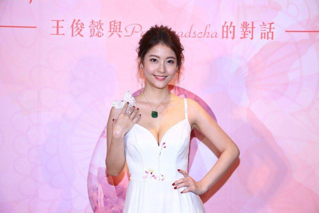 王樂妍身上配戴的珠寶價值約5千萬台幣。圖/典十成金提供
