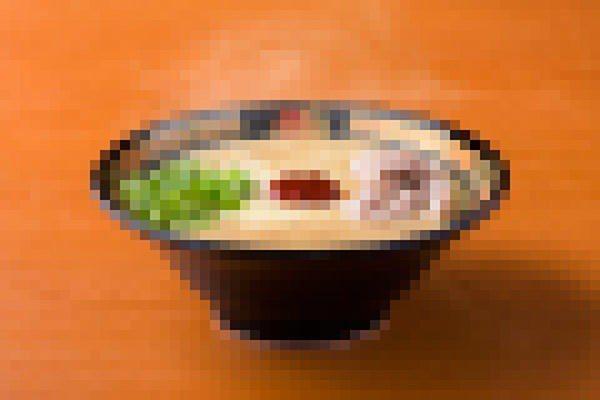 日本連鎖拉麵店一蘭宣布明年推出無豚拉麵,預告文章刻意打了馬賽克。圖/擷自一蘭官方...