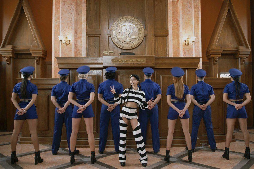 蔡依林在新歌MV中變成囚犯。圖/凌時差提供