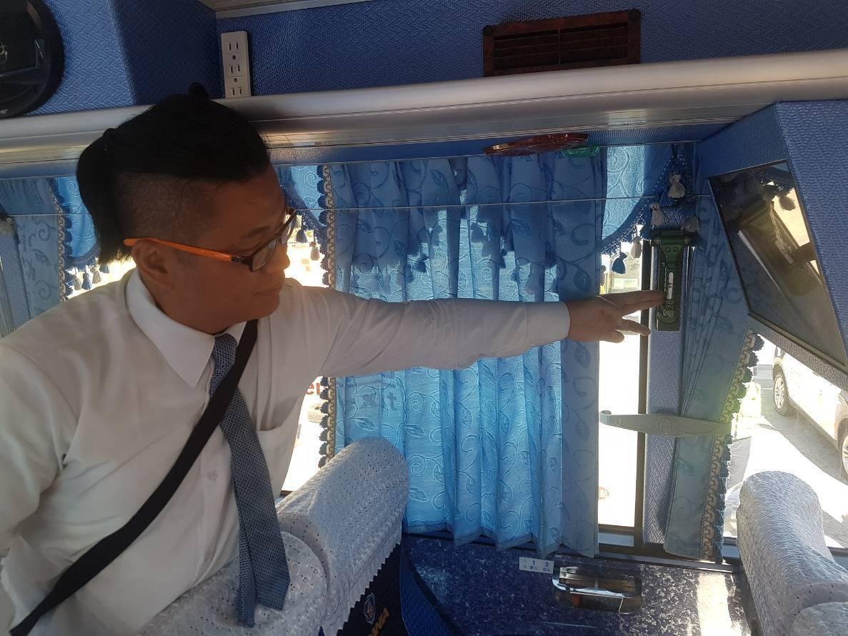 台中市警局交通大隊因應明年初的元旦連假,今宣導五數口訣,教導遊客注意乘車安全。圖...