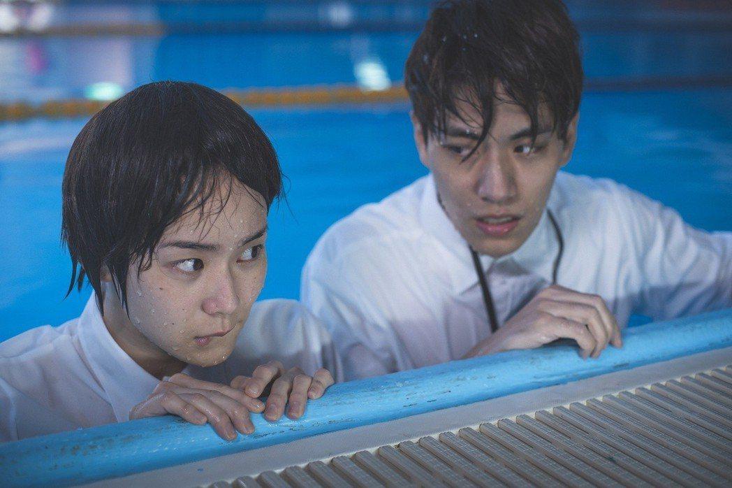 子閎和鍾瑤拍水中吻戲差點沒斷氣  圖/東森提供