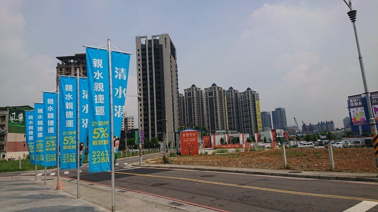 據住展雜誌統計,近一年來大台北主要行政區房價變化,漲幅前十名中,其中竟有包含土城...