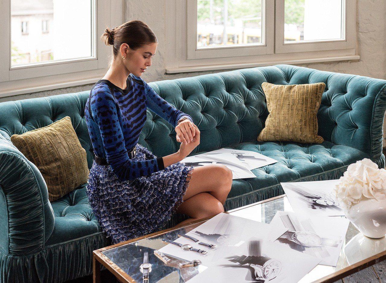名模凱亞蓋柏(Kaia Gerber)參與設計,為歐米茄的Trésor女表增加迷...