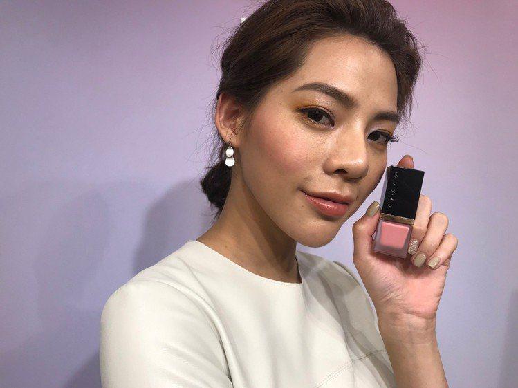 2019春妝SUQQU晶采淨妍頰彩蜜,呈現自然親膚的好氣色。圖/記者江佩君攝影