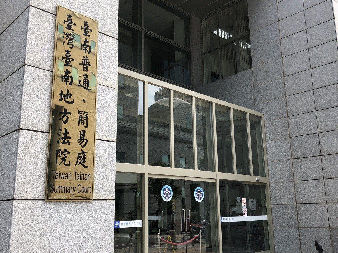 潘姓男子5月間夜闖台南二中教室,偷了學生放在抽屜內皮包中的1400元,台南地院認...