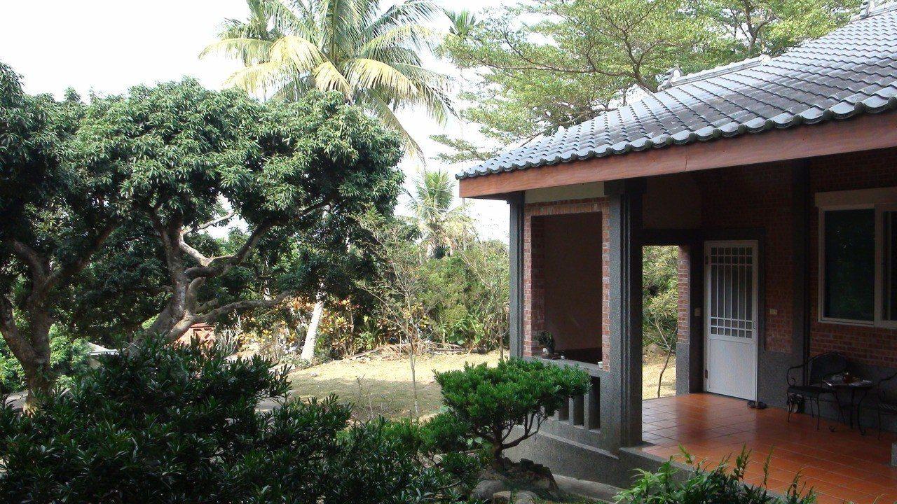 晧月精舍依據四周環境、空間機能設計,融合閩南合院及日式風格的簡樸素雅民居式建築。...