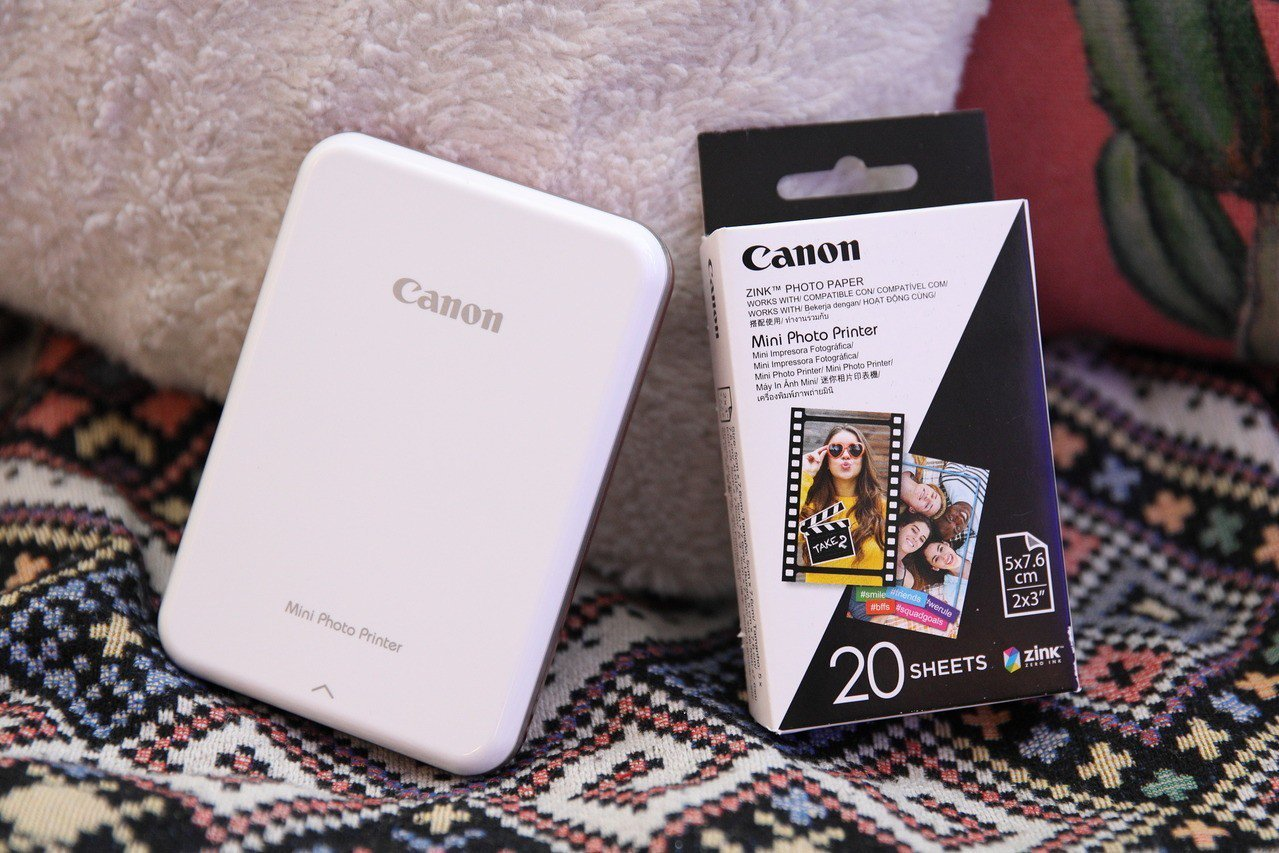 採用ZINK無墨印刷技術,相片紙為2x3黏貼式之貼紙設計。圖/Canon提供