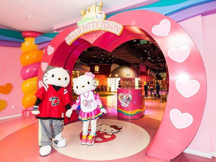 Hello Kitty主題樂園裡,遊客能體驗Hello Kitty的生活。圖/馬...