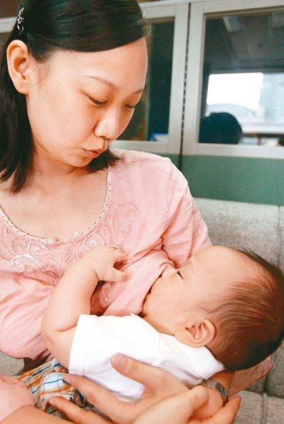 餵母乳其實可以染燙髮,對哺乳寶寶的影響很少。 本報資料照片