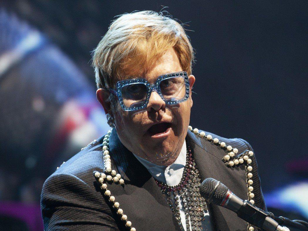 英國老牌歌手艾爾頓強明年將展開告別演出。 (美聯社)