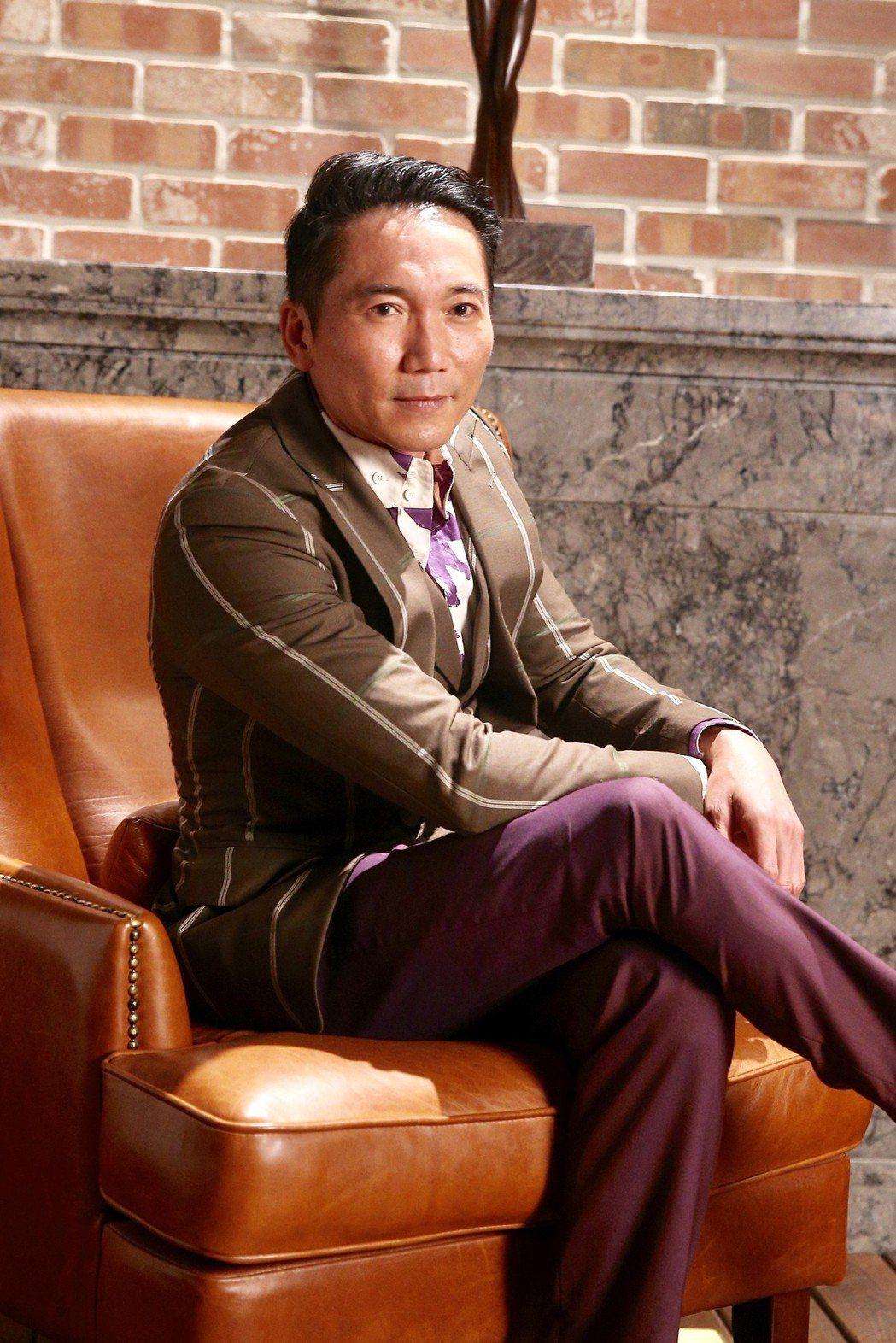 鄒兆龍為《黃金娛樂城》手遊拍攝廣告。記者林伯東/攝影