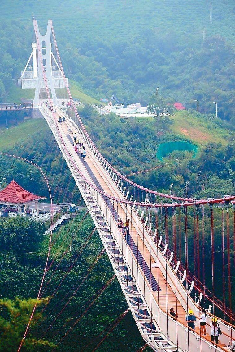 全台最長景觀吊橋梅山太平雲梯。圖╱嘉義縣政府提供