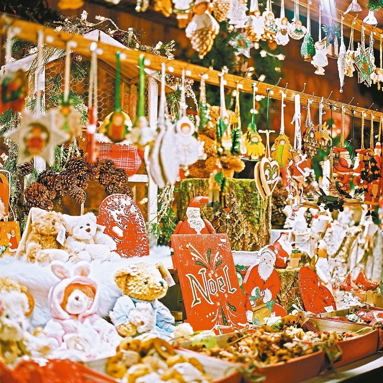 人們到聖誕市集來掏寶湊熱鬧。 圖/摘自史特拉斯堡觀光局官網