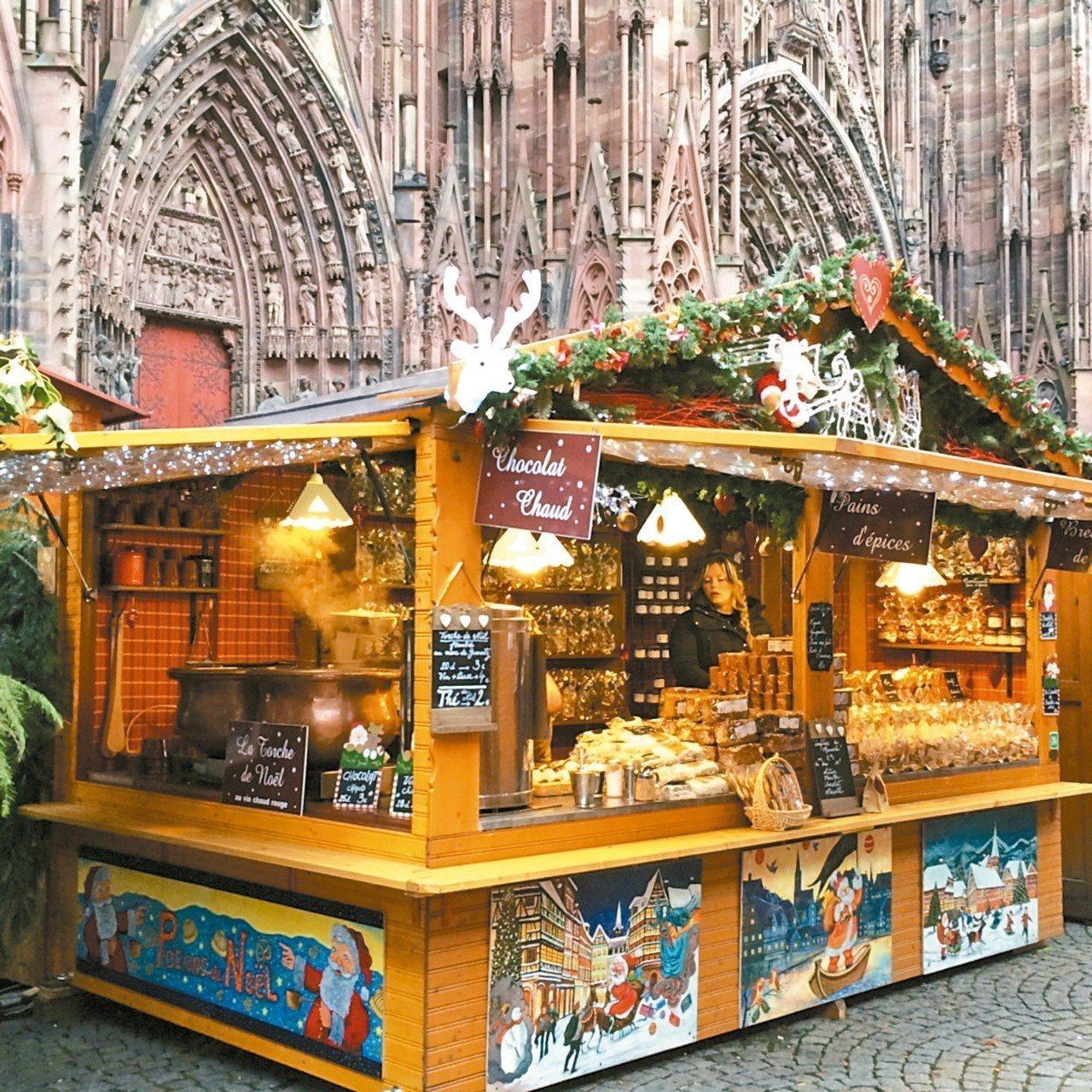 聖誕市集最常見的傳統風格貨攤。 圖/娜斯