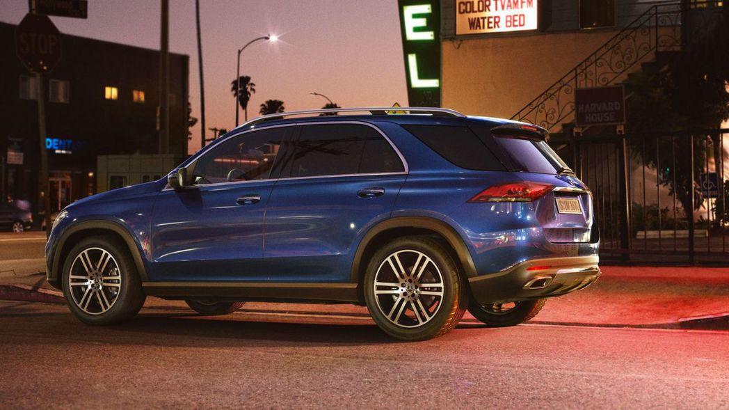 全新Mercedes-Benz GLE 350d 4MATIC搭載2.9升直列六缸渦輪增壓汽油引擎,擁有最大馬力272hp/61.2kgm。 摘自Mercedes-Benz