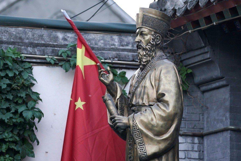 北京宣武門天主堂的利瑪竇像。宣武門天主堂建立於1605年,是北京最早的天主教教堂...