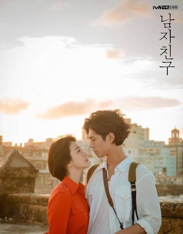宋慧喬在新劇《男朋友》搭檔小11歲的朴寶劍,姐弟戀的組合毫無違和感。圖/摘自微博