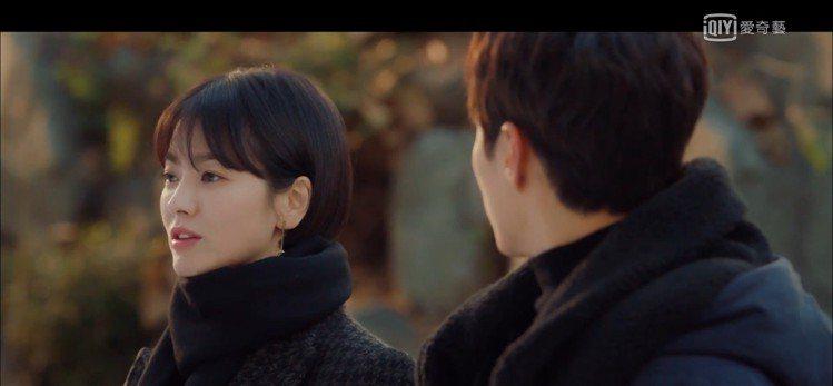 Vanessa Bruno韓版羊毛大衣,售價698,000韓元、約台幣19,16...