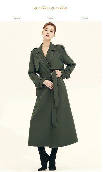 卡其色絲質混紡風衣,售價1,389,000韓元、約台幣38,142元。圖/取自a...