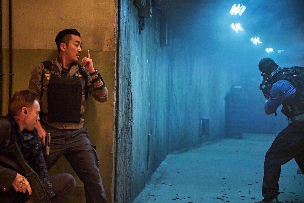 「90分鐘末日倒數」兩大男神河正宇、李善均將在台灣舉辦首映見面會。圖/華聯提供