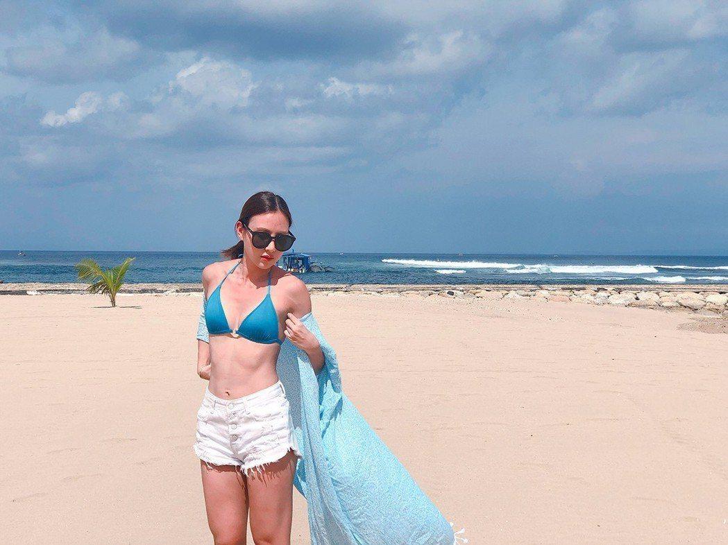 房思瑜到峇里島度假,比基尼熱情解放。圖/TVBS提供