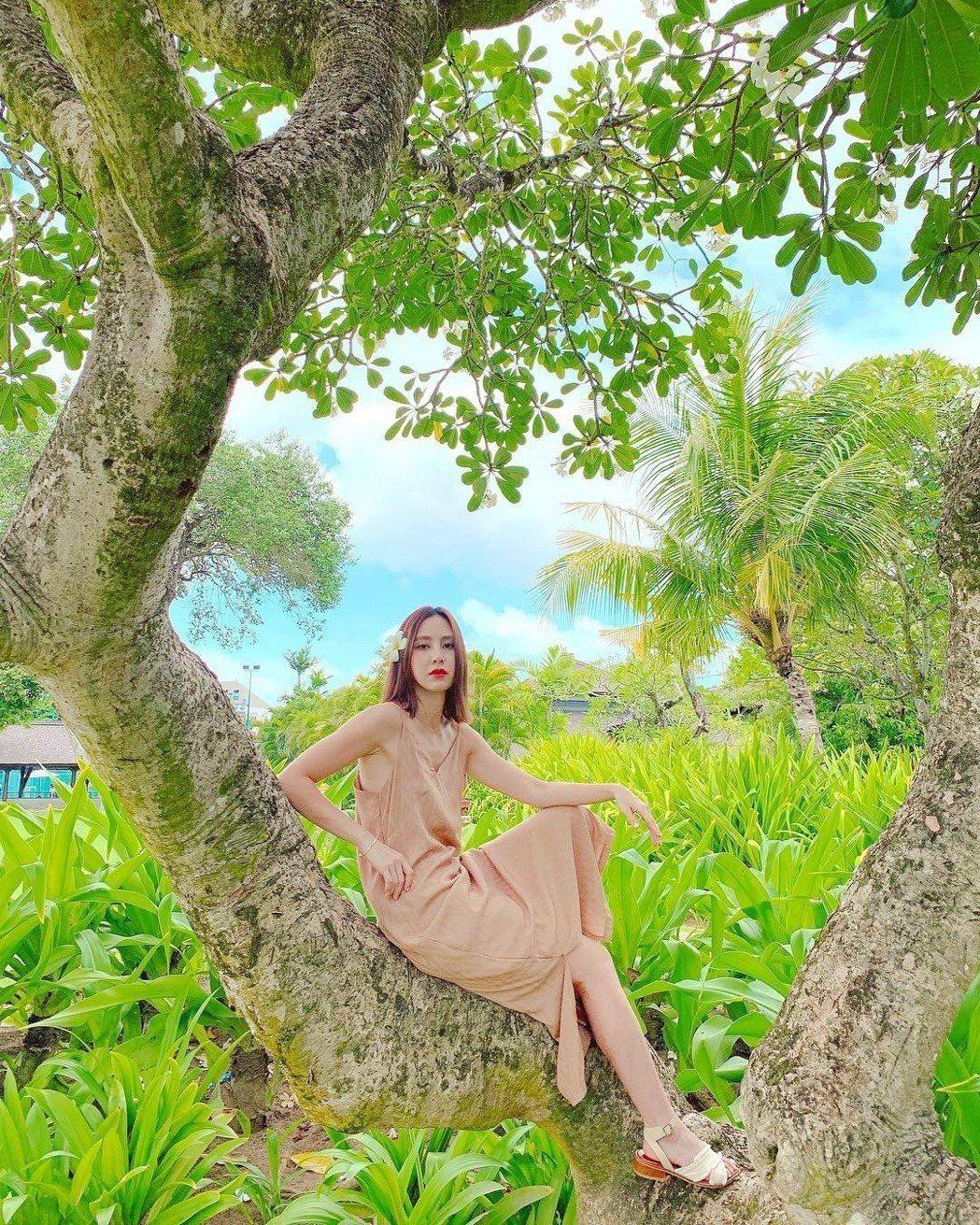 房思瑜到峇里島度假。圖/TVBS提供