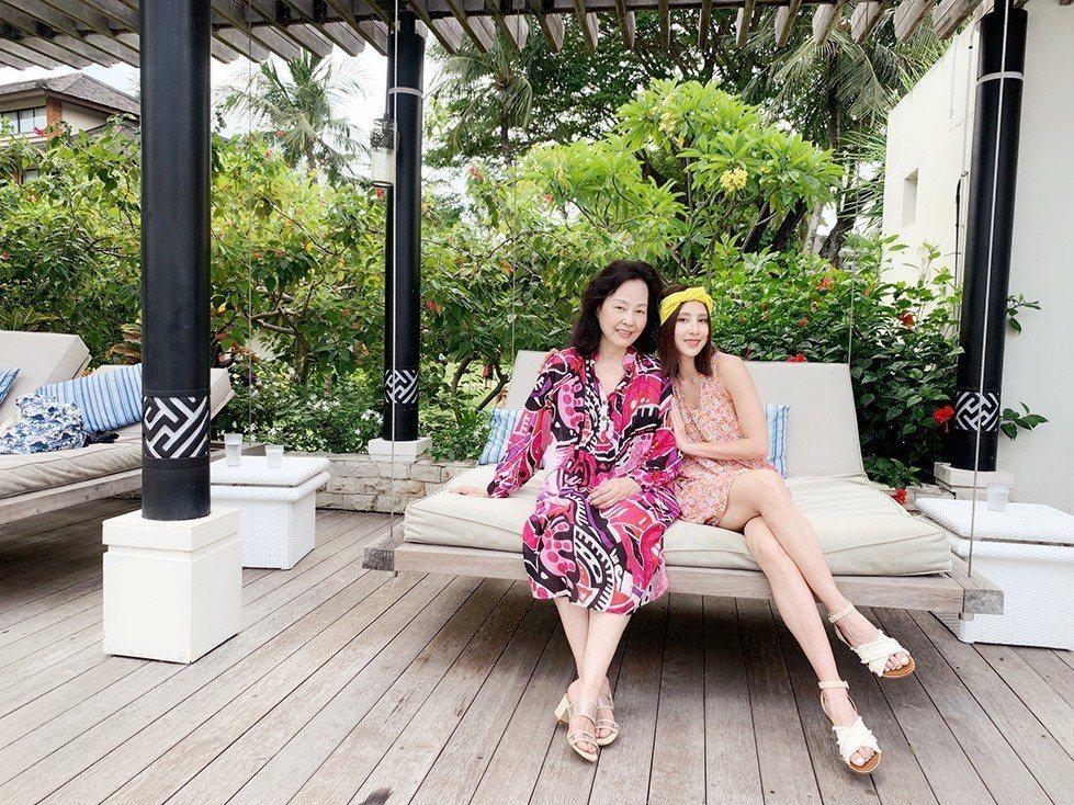 房思瑜帶媽媽到峇里島度假。圖/TVBS提供