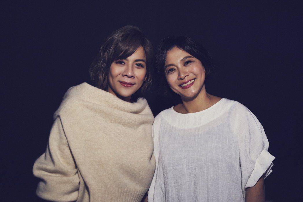 江美琪(左)新歌「我們都是有歌的人」MV找姊姊一起拍。圖/索尼音樂提供