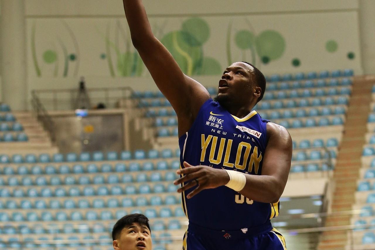 裕隆新洋將道森加入SBL首戰繳出「雙十」表現。圖/中華籃球協會提供