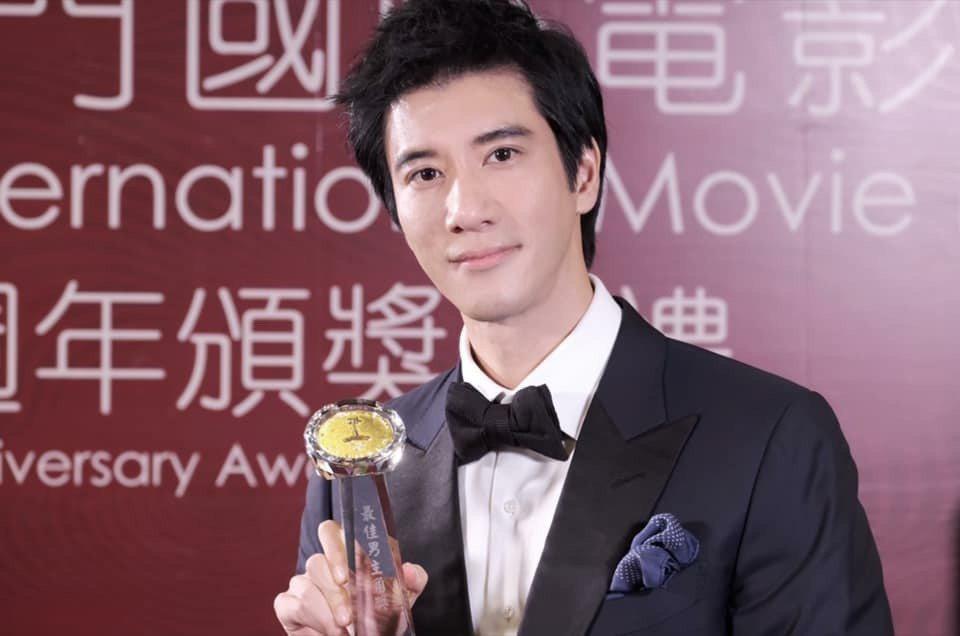 王力宏拿獎。圖/摘自臉書