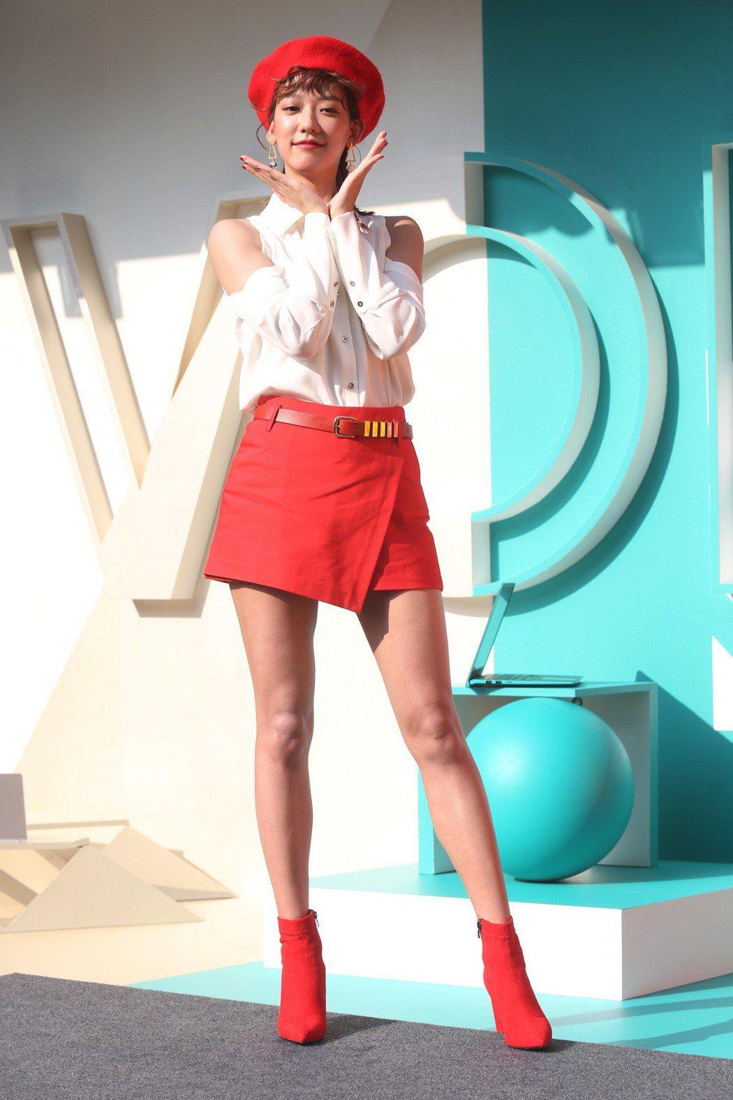 孟耿如擔任ASUS VivoBook品牌大使大跳雙V舞與粉絲互動。記者林俊良/攝