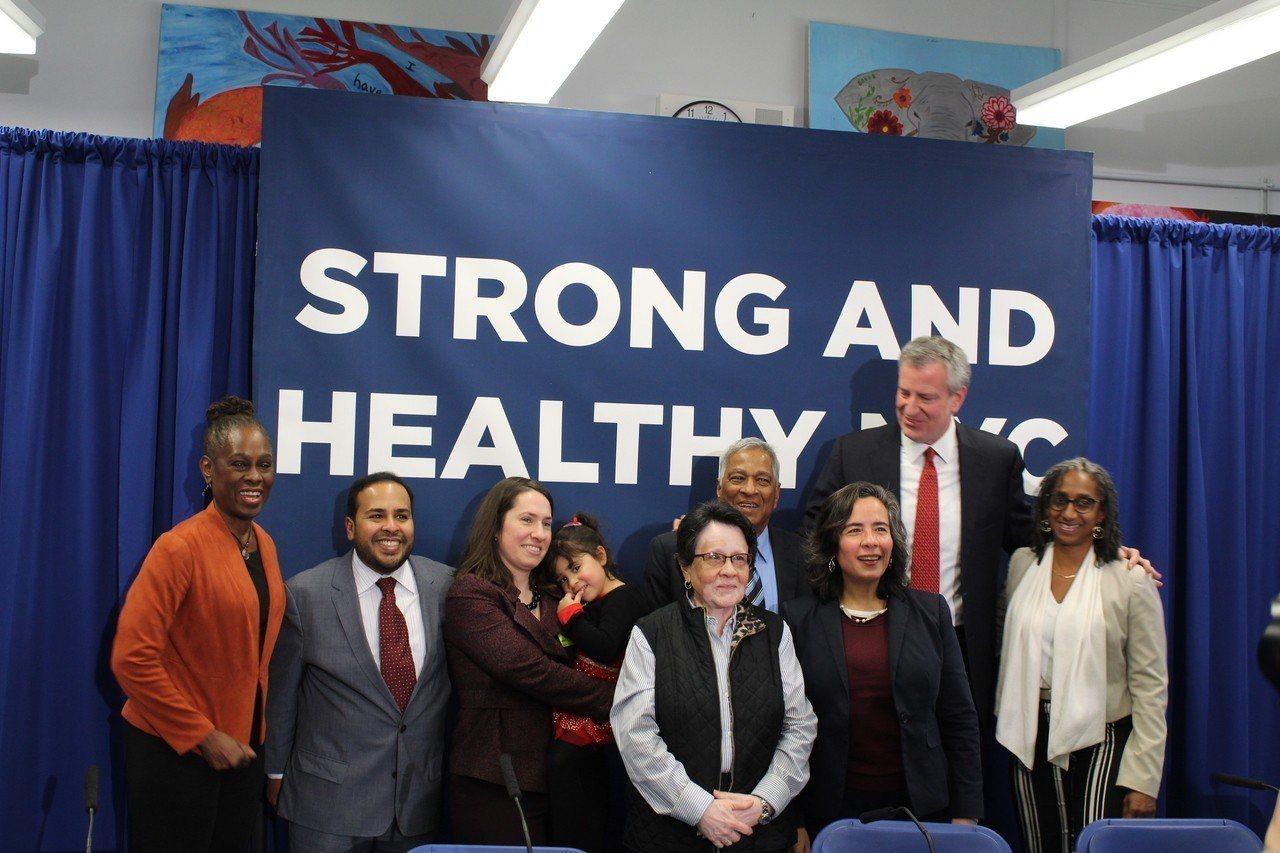 紐約市長白思豪宣布支出一億美元(約新台幣30.8億元)啟動全市民健保計畫。 攝影...