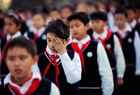 老大哥「天網教室」?中國推廣的中小學「智能校服」實驗