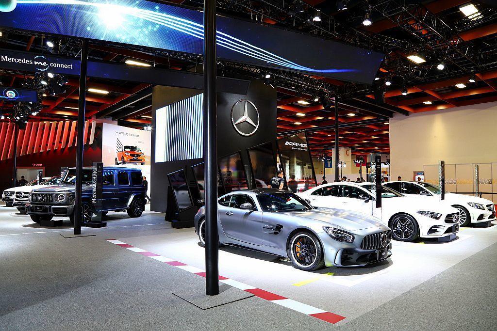 德國豪華車廠賓士由當家性能跑車Mercedes-AMG GT R率領共15輛展出車款陣容。 記者張振群/攝影