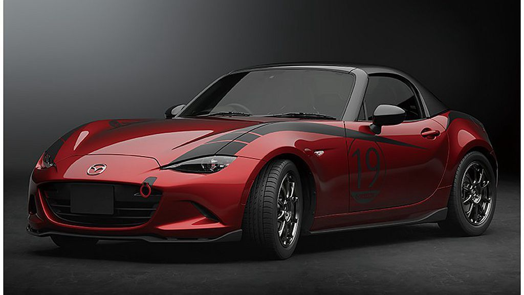 Mazda Roadster Drop-Head Coupe概念車,車頂改為可拆...