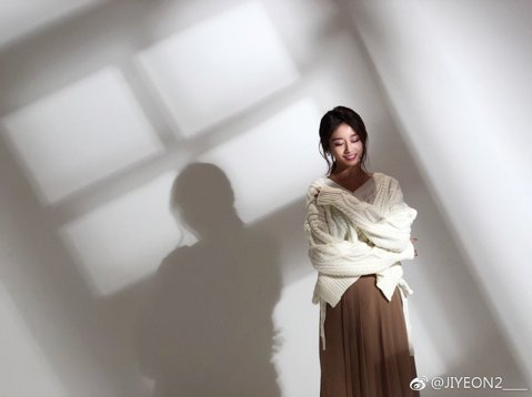 T-ara成員與MBK約滿到期不再續約後,成員們各自單飛簽約新公司,在演藝圈繼續努力,成員恩靜還為近期韓劇「我身後的陶斯」獻唱插曲「向天空吶喊」,而今(22)日忙內智妍的個人單曲「One Day」也...