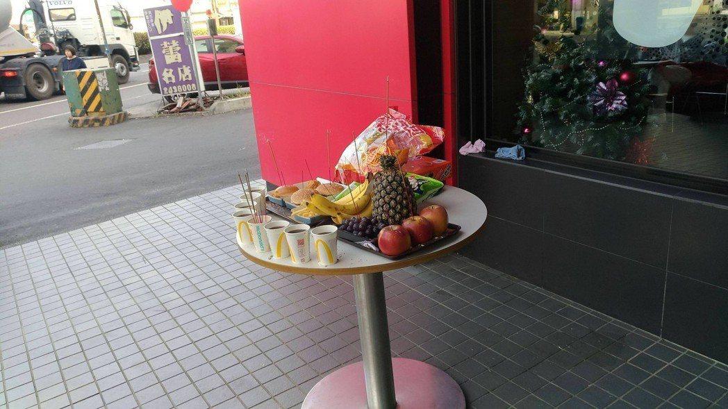 現在拜拜供品越來越新潮,有網友之前就看到有人用連鎖速食店麥當勞的商品當作拜拜的供...