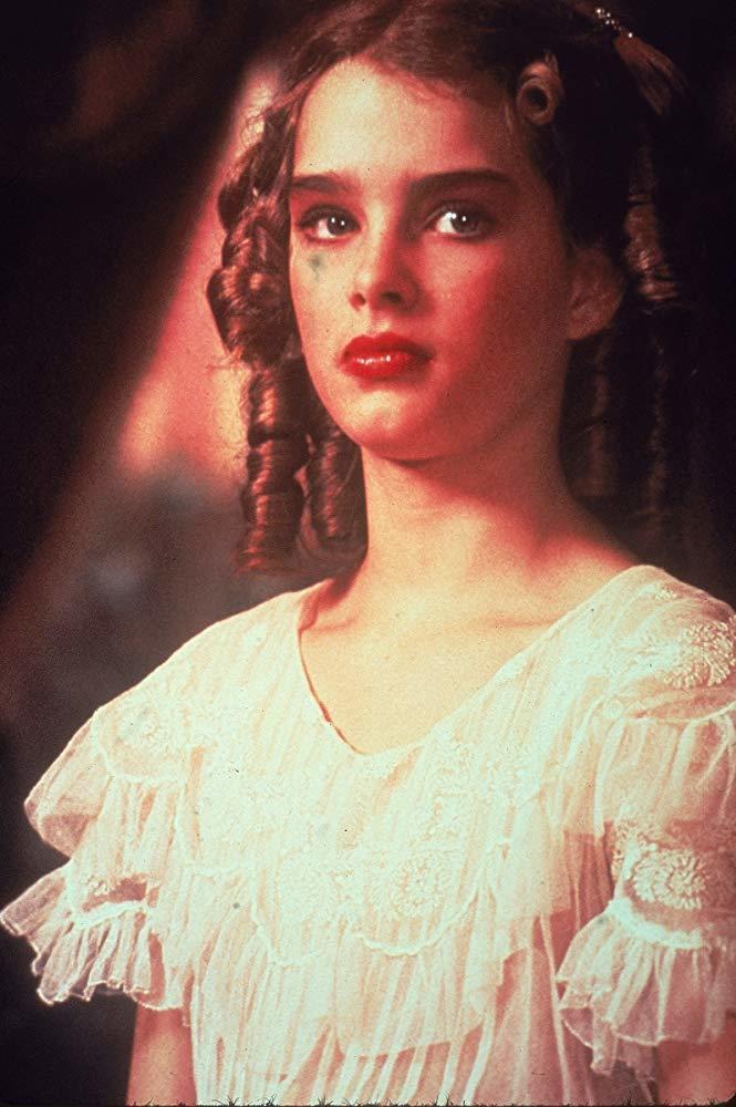 布魯克雪德絲在「豔娃傳」扮演雛妓,引起巨大爭議。圖/摘自imdb