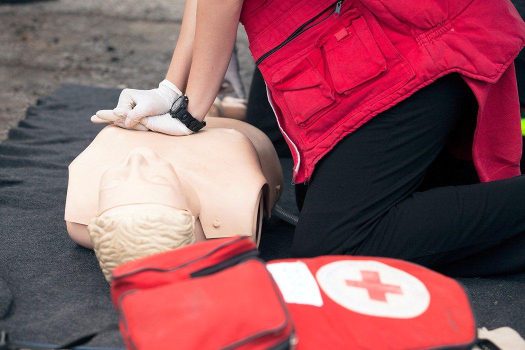 CPR給付從每十分鐘七百五十五元調漲至一千元,最快明年初上路。圖/ingimag...