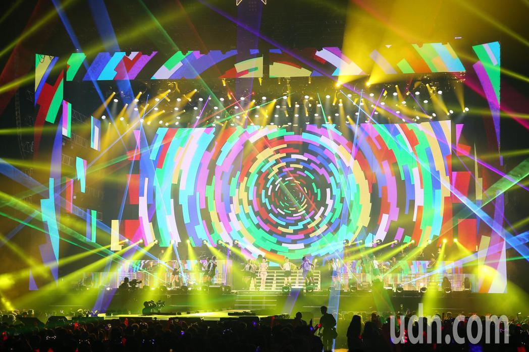 莫文蔚晚上在台北小巨蛋舉行《絕色莫文蔚25週年世界巡迴演唱會》演唱會。記者林伯東
