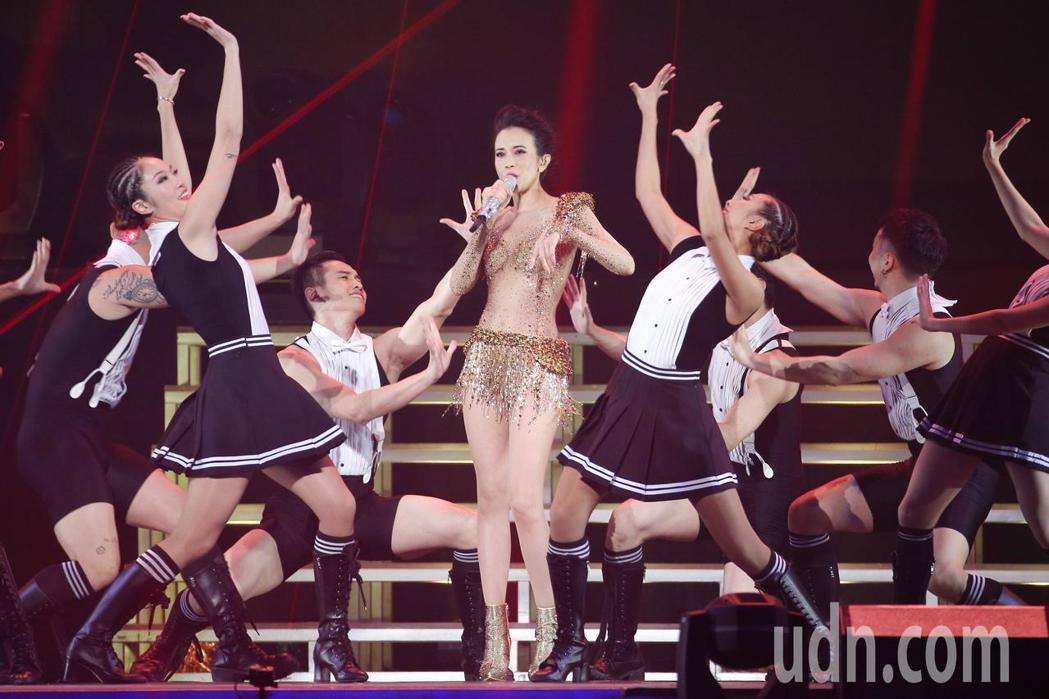 莫文蔚晚上在台北小巨蛋舉行《絕色莫文蔚25週年世界巡迴演唱會》演唱會。記者林伯東...