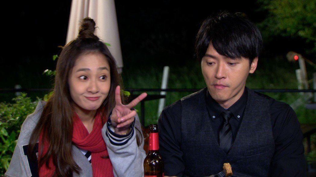 邱子芯(左)加入「大時代」演出馬俊麟的學妹。圖/民視提供