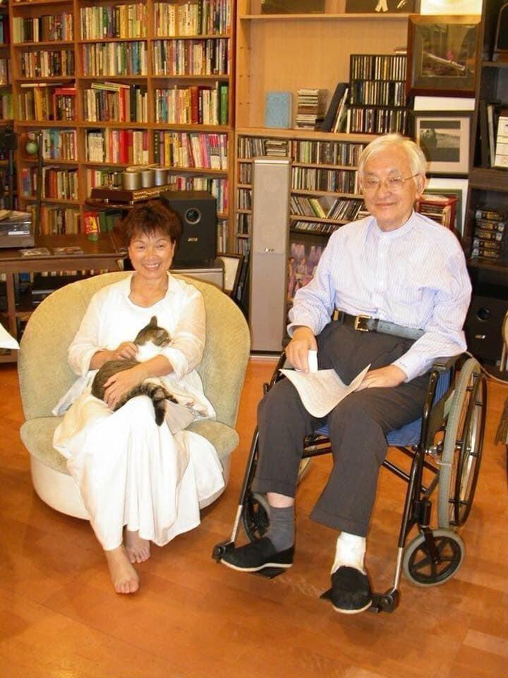 作家龍應台(左)與沈君山2006年攝於新竹清華大學。 圖╱龍應台提供