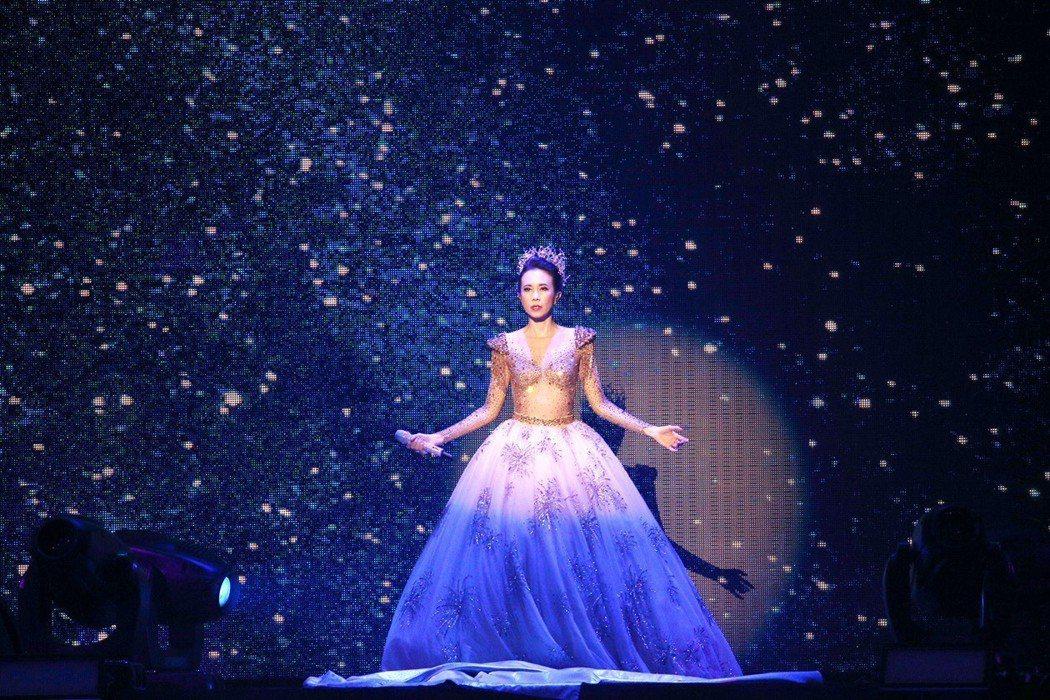 莫文蔚在小巨蛋舉辦「絕色莫文蔚25周年世界巡迴演唱會」。記者林伯東/攝影