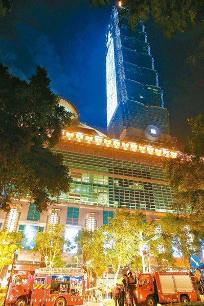 台北市101大樓地下室美食街某燒肉店昨晚七時左右冒濃煙。 圖/王騰毅