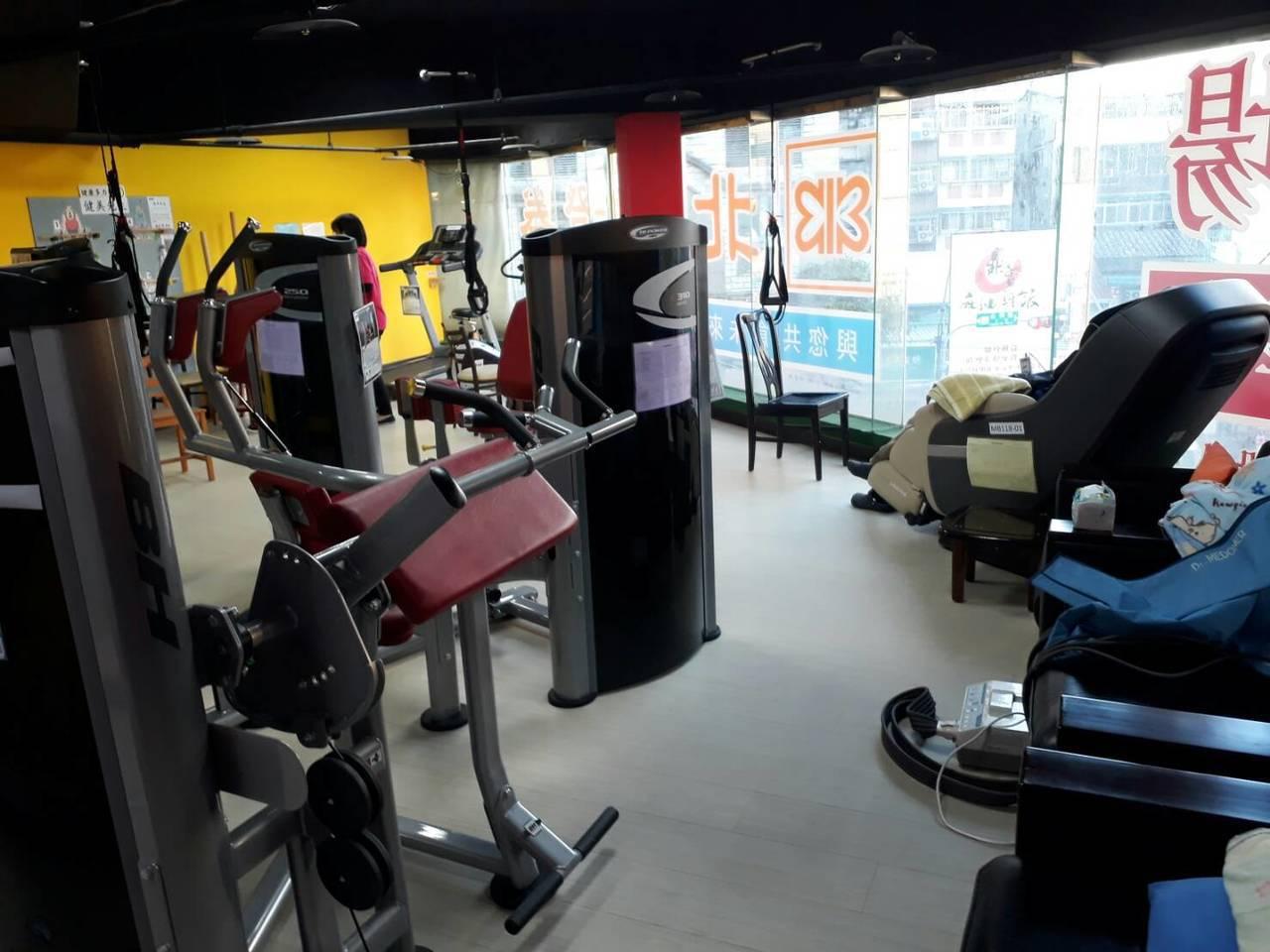 永和錸工場公共托老中心還設有健身器材。圖/新北市社會局提供